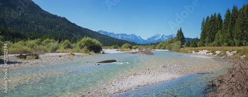 Foto auf Gartenposter Fluss Die Isar zwischen Wallgau und Vorderriss