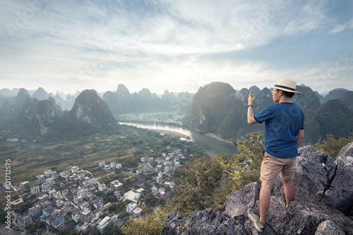 Foto op Aluminium Guilin Standing on the mountain