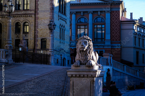 Photo  Lion infront of some building in Oslo.