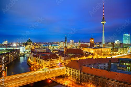 Zdjęcie XXL widok z lotu ptaka z Berlina w nocy, Niemcy