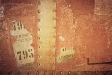 """Vintage Überseekoffer Mit Rotigen Metallbeschlägen Aufkleber """"London"""""""
