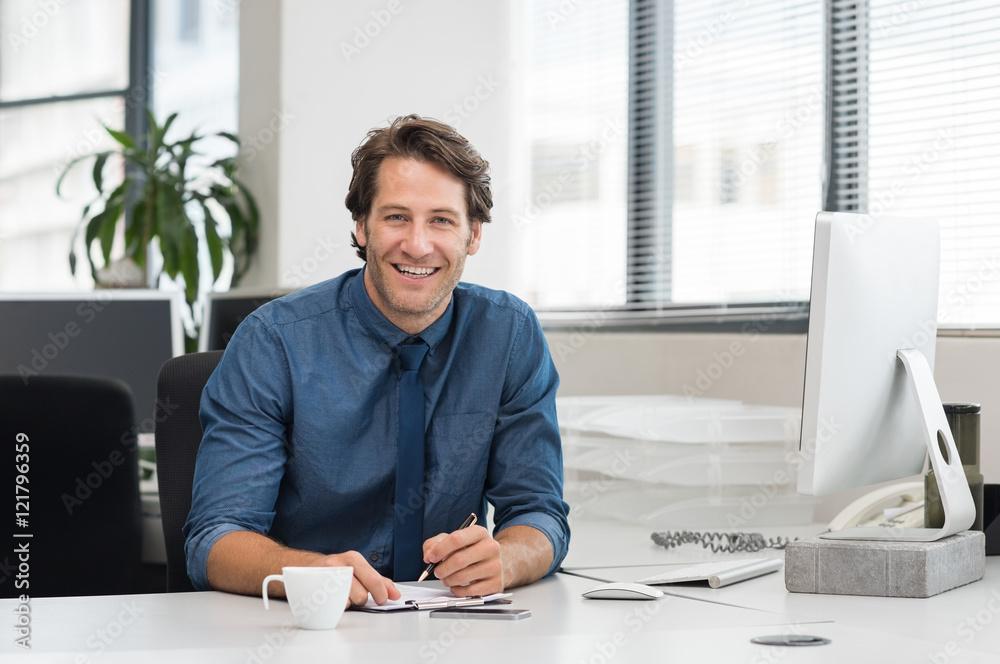 Fototapeta Smiling young businessman