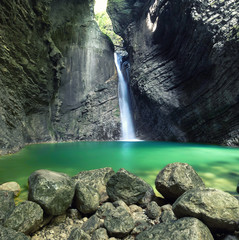 Fototapeta wilder Wasserfall in den slowenischen Alpen