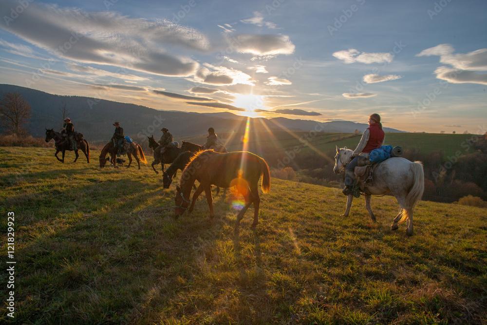Fototapeta Jesienny rajd konny w Bieszczadach