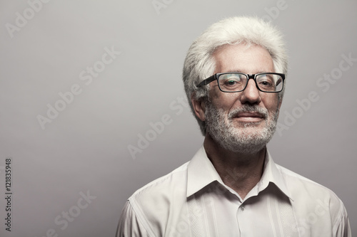 Fotografía  Eyewear concept. Portrait of 60-year-old man