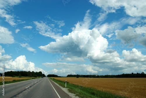 Papiers peints Route 66 Niesamowite chmury nad pustą drogą