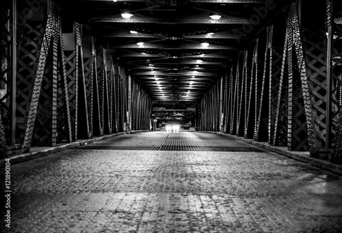 Spoed Foto op Canvas Brug Middle of the road looking down the bridge with oncoming car