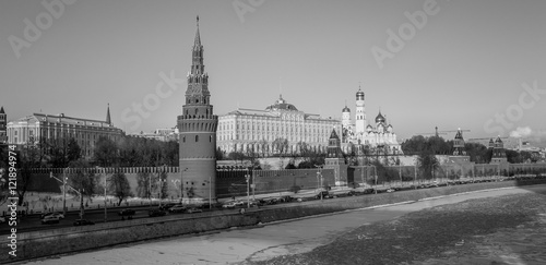 Fototapety, obrazy: Black and white envelope size view of red walls of sunset Kremlin in Moscow near iced river in winter