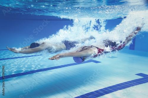 Fotografía swimmer Jump from platform jumping A swimming pool.Underwater ph