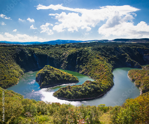 Foto auf Gartenposter Fluss Meanders of river Uvac gorge on sunny day, Serbia.