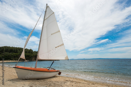 Fotografering  Boat on the beach