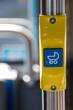Symbol Kinderwagen in einem öffentlichen Bus
