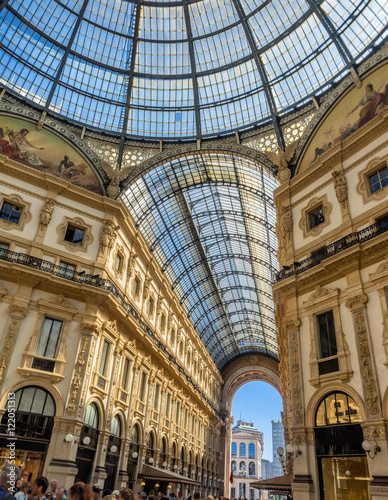 In de dag Milan Galleria Vittorio Emanuele II shopping art mall in Milan