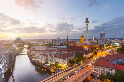 Foto op Canvas Berlijn Berlin Panorama über die Spree mit Blick auf den Berliner Dom und Fernsehturm.