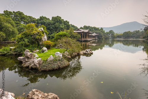 Cuadros en Lienzo Shady bower on the West Lake in Hangzhou