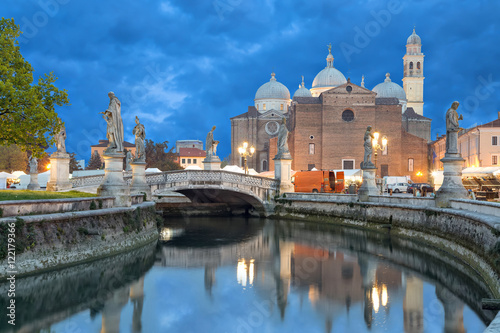 Obraz na plátně Basilica of Saint Giustina in Padova