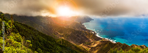 Foto op Plexiglas Canarische Eilanden Scenic mountain landscape and sunset panorama in Tenerife, Spain