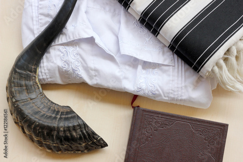 Prayer items for Jewish repentance day (Yom Kippur) Canvas-taulu