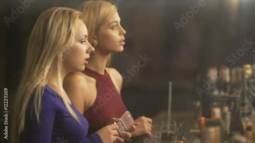 Блондинки в баре