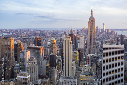 Foto op Aluminium Kuala Lumpur Soft sunset view of the Midtown Manhattan New York City skyline looking south
