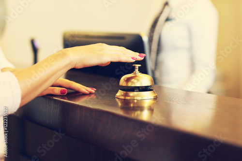 Fotomural Guest using reception bell in lobby