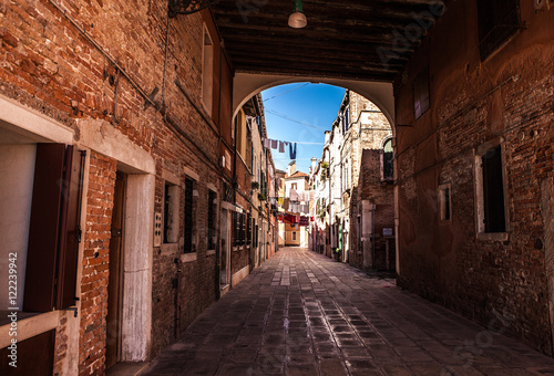 Foto op Plexiglas Barcelona VENICE, ITALY - AUGUST 18, 2016: Famous architectural monuments and colorful facades of old medieval buildings close-up on August 18, 2016 in Venice, Italy.