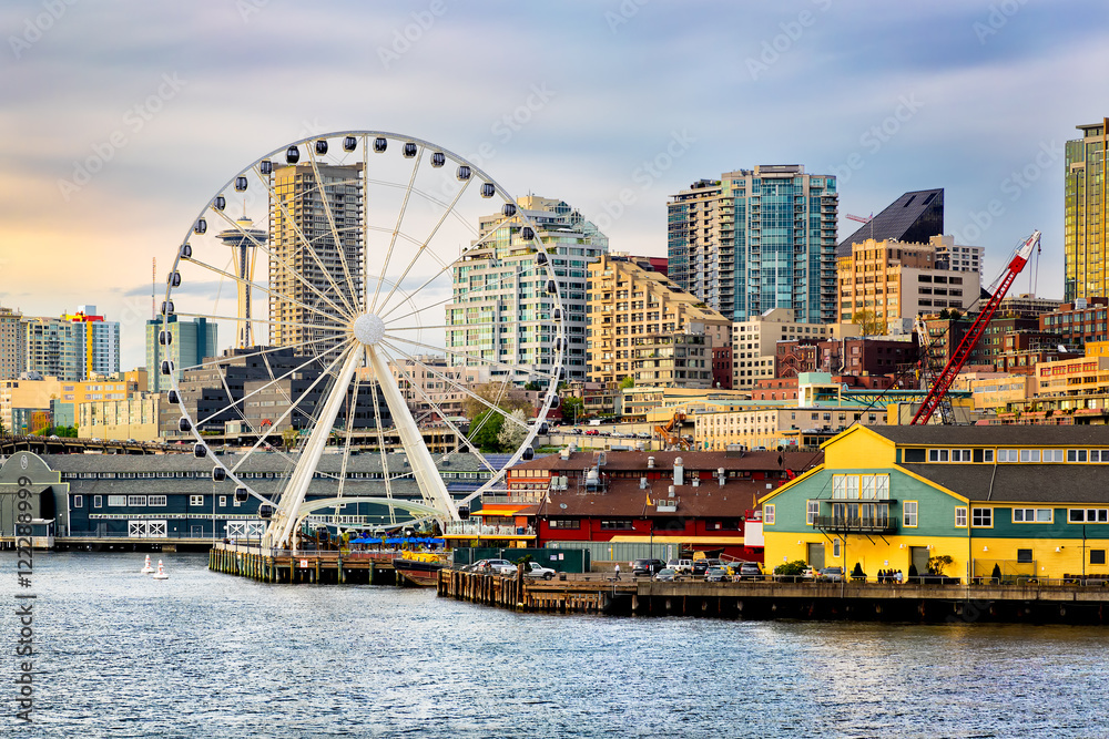 Fototapety, obrazy: Seattle waterfront and skyline at dusk with gold light