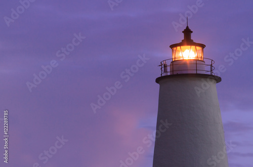 Montage in der Fensternische Leuchtturm Ocracoke Light Shining at Dawn - North Carolina Outer Banks