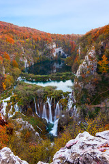 Panel Szklany Wodospad Amazing waterfall and autumn colors in Plitvice Lakes