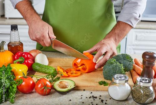 Plakat Szefa kuchni mężczyzna kucharstwo w kuchni.
