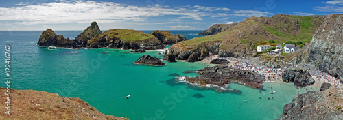 Canvas Print Panoramic view of Kynance Cove on the Lizard Peninsula, Cornwall in England, UK
