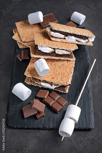 Fotografie, Obraz  Fresh homemade smores with marshmallows, chocolate and graham crackers