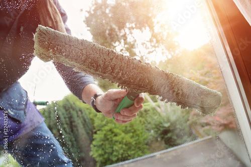 Fototapeta laveur de vitres maison