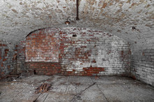Old Abandoned Cellar With Brick Walls And Vaulted Ceiling - Underground