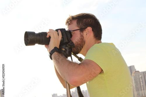 Fotografía  Homem fotografando paisagens urbana.