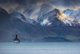 piękne malownicze stare łodzie z silnikiem parowym w królowej jeziora wakatipu - 122500167