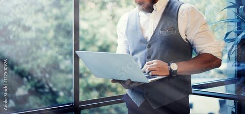 Fotografía  Stylish Bearded Businessman Wearing Glasses White Shirt Waistcoat Working Modern Laptop Holding Hands Near Panoramic Window