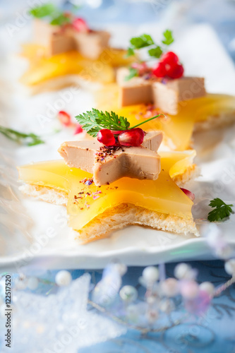 Autocollant pour porte Entree Foie gras on star-shaped toasts