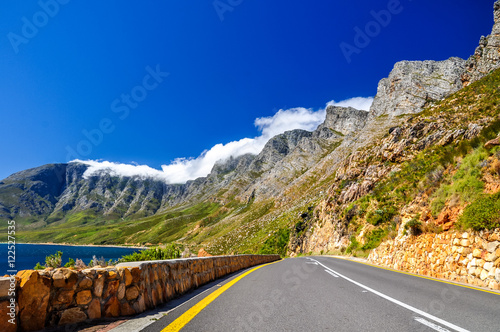 Foto op Plexiglas Zuid Afrika Beautiful mountain scenery along Route 44 in the Western Cape province of South Africa. Located in the eastern part of False Bay near Cape Town between Gordon's Bay and Pringle Bay.