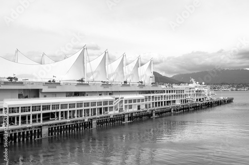 Valokuva  Canada Place, the cruise ship terminal and convention center, Vancouver, Canada