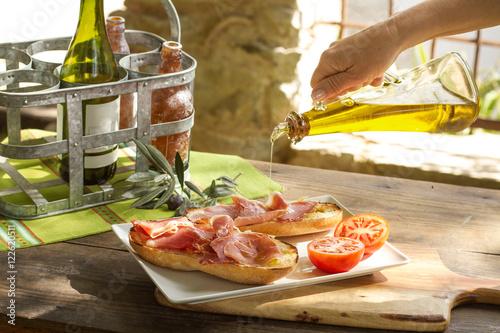 Tostada con Jamón serrano y aceite de oliva