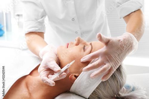 Fotografie, Obraz  Lifting twarzy, medycyna estetyczna