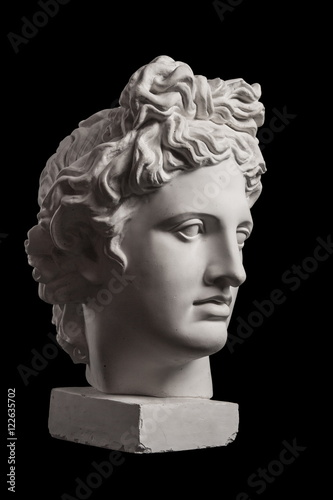 Foto Gypsum statue of Apollo's head on a black background
