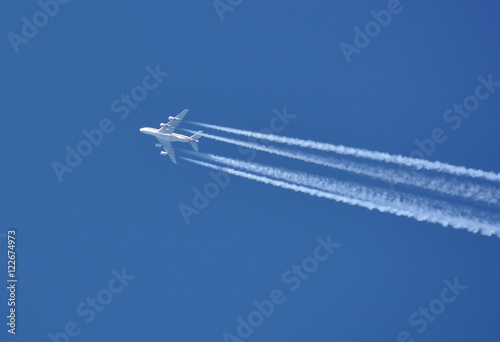 Fotografia  Airbus 380 on the blue sky