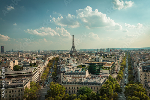 Keuken foto achterwand Parijs overlooking the street and the Eiffel Tower in Paris from the ar