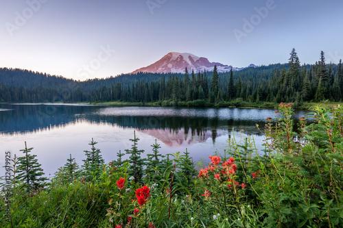 Valokuva  Mount  Rainier, Reflection Lake, Paradise area, Summer Morning