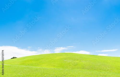 Foto  青空と緑の丘