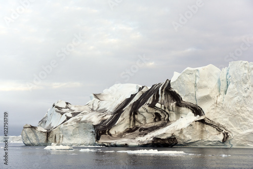In de dag Schip beautiful icerbergs are at north pole, Greenland