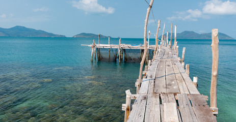 Fototapeta Molo wooden mooring at the beach of the Koh Ku Dee, Thailand