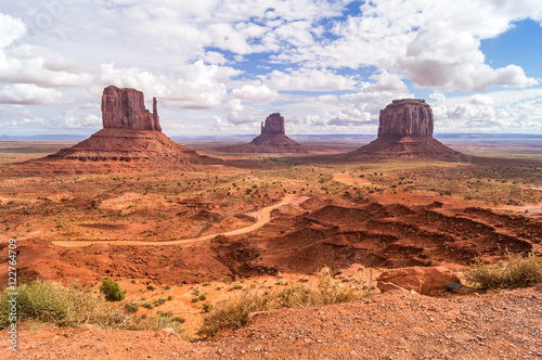 Fototapety, obrazy: An image of the Monument valley Navajo tribal park with horses, Utah-Arizona,USA.